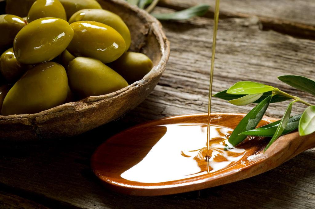 Aceitunas aceite cuchara copia